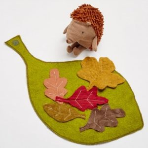 1465527-maileg-hedgehog-with-leaf-blanket-a