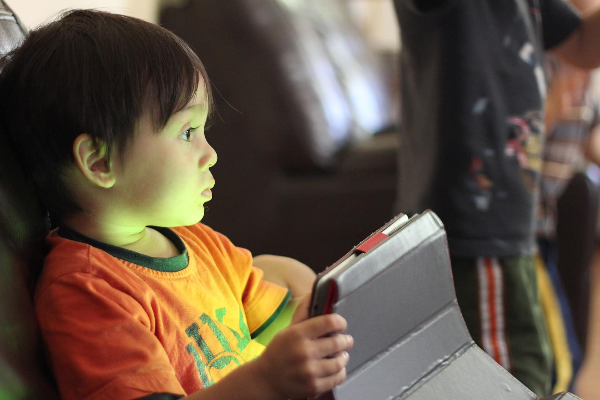 children and limit screen time - problems and issues